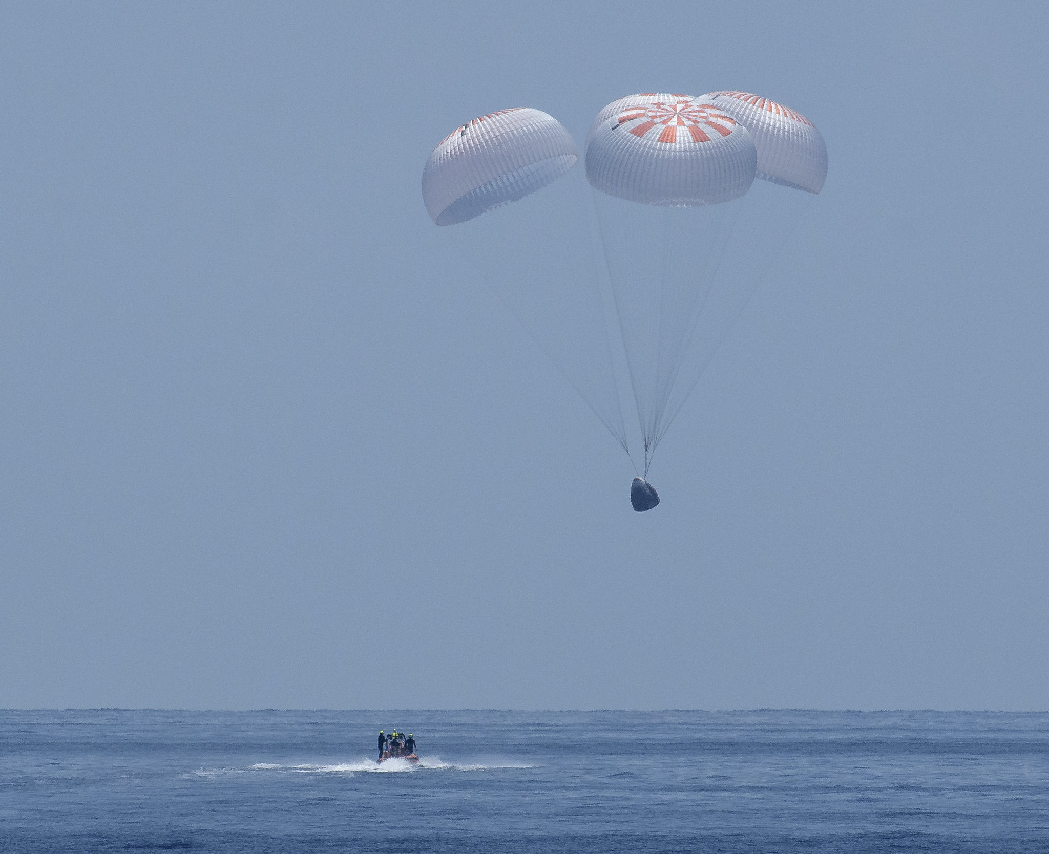 NASA celebrates first US splashdown for 45 years