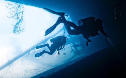 US Navy divers