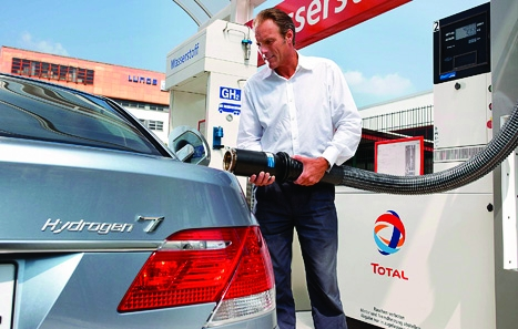 Gassing up:BMW's Hydrogen 7 series car