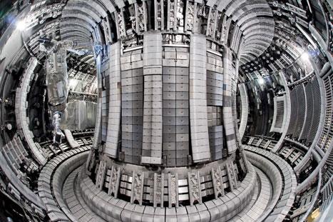 Doughnut filling: the new reactor lining consists of 5,000 beryllium tiles