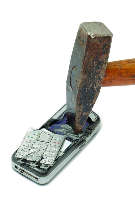/e/g/e/smashing_phone.jpg