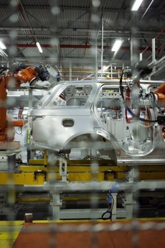 /e/l/v/594295_68990jlr_JLR_Invests_In_New_Range_Rover_060912_2.jpg