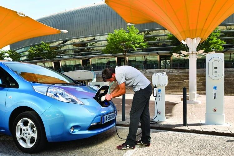 /c/f/f/Nissan_Leaf_charger.jpg