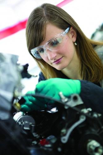 /d/p/x/BP_woman_engineering_graduate_ruth_poultney.jpg