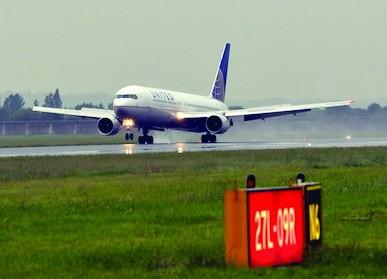 /p/h/g/TE_Aircraft_airport.jpg