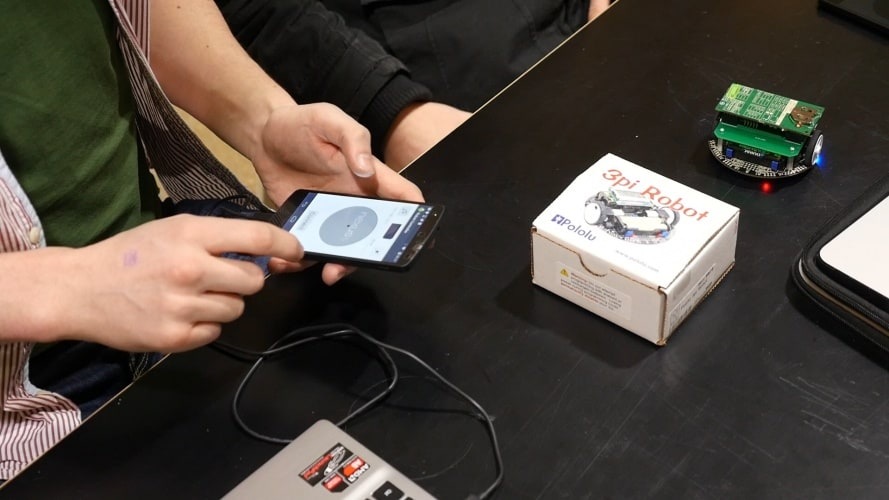 /w/m/n/ARM_electronics_kit_1_phone.jpg