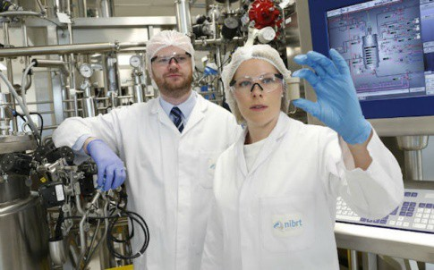 Dr Karen Twomey, Staff Researcher at Tyndall and Dr Jonathan Bones, NIBRT Principal Investigator posing for the PATsule project