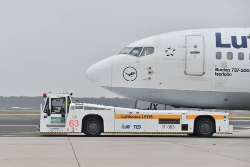TaxiBot put through its paces at Frankfurt Airport