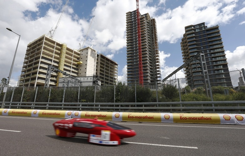 Cars run on the track during Make the Future London 2016 at the Queen Elizabeth Olympic Park, Sunday, July 3, 2016 in London, UK. (Chris Ison for Shell)