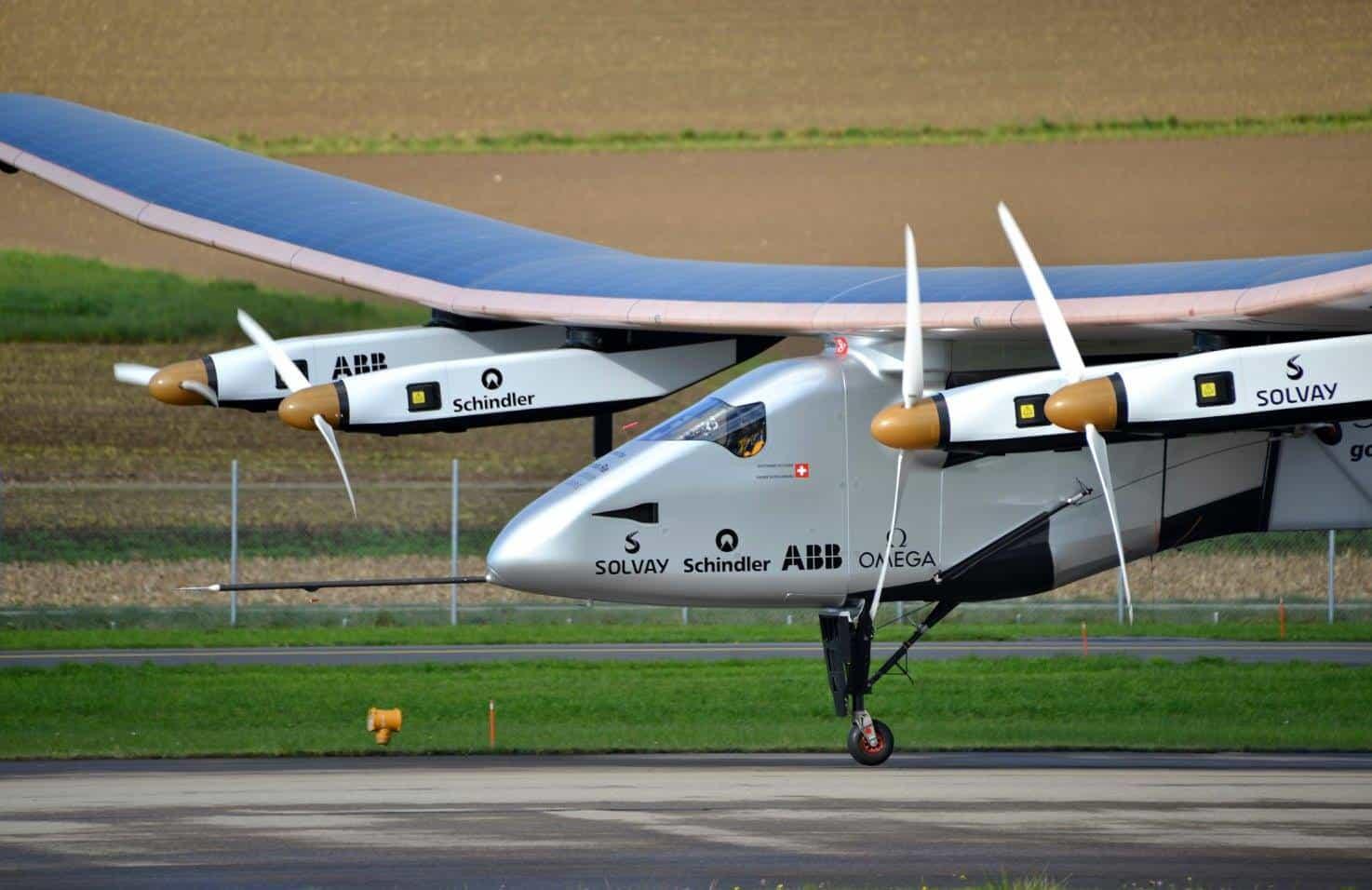 Bertrand Piccard brings Si2 in for a landing