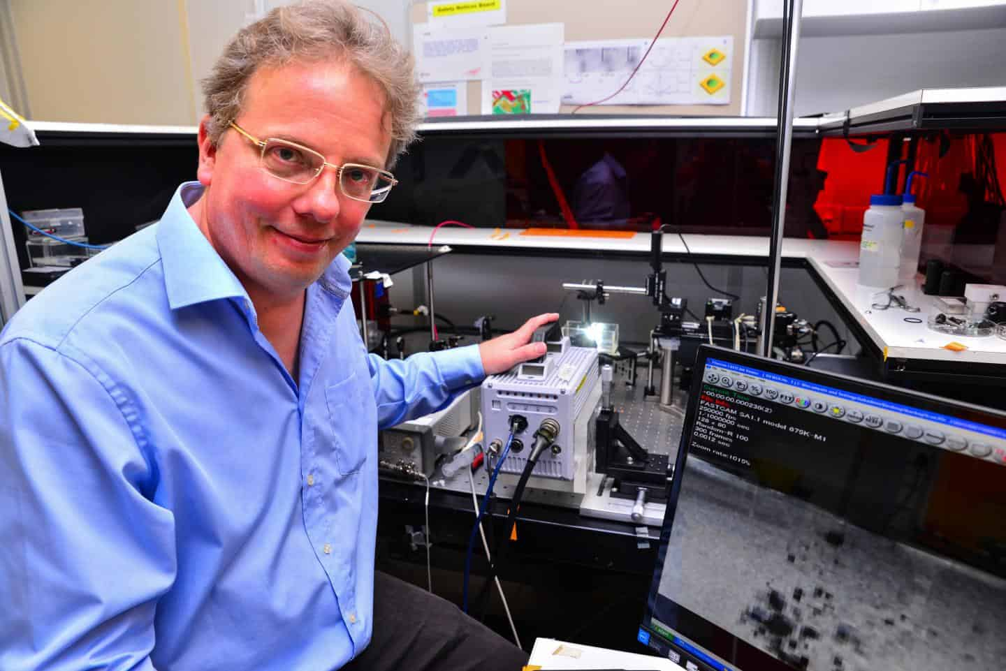 Claus-Dieter Ohl's team has developed a new ultrasound device that will allow for more accurate use of ultrasound to kill tumours, loosen blood clots and deliver drugs into targeted cells.