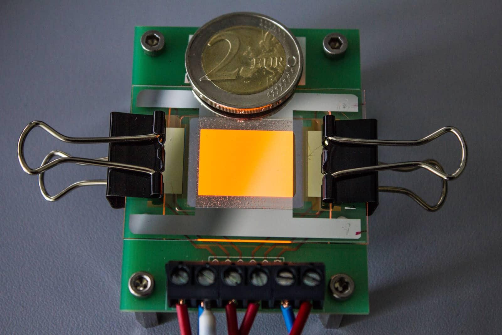 Orange luminous OLED on a graphene electrode
