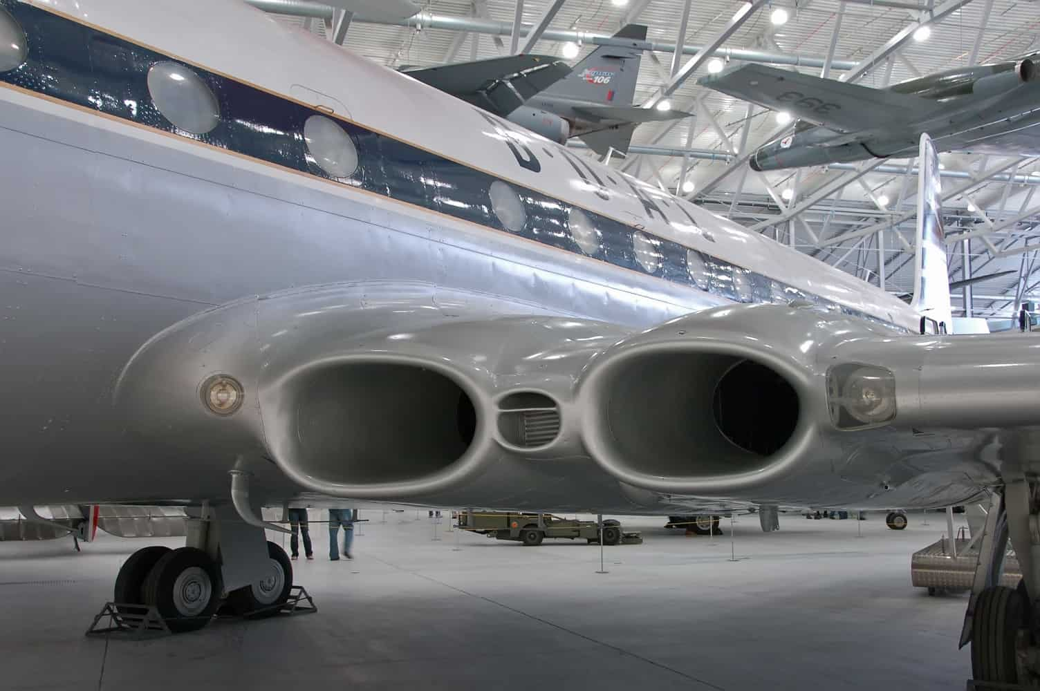 The de Havilland comet featured engines integrated into its airframe in the 1950s
