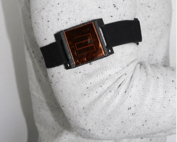 The trial subjects wore filtered, impant-sized solar cells on their arms. image: Lukas Bereuter