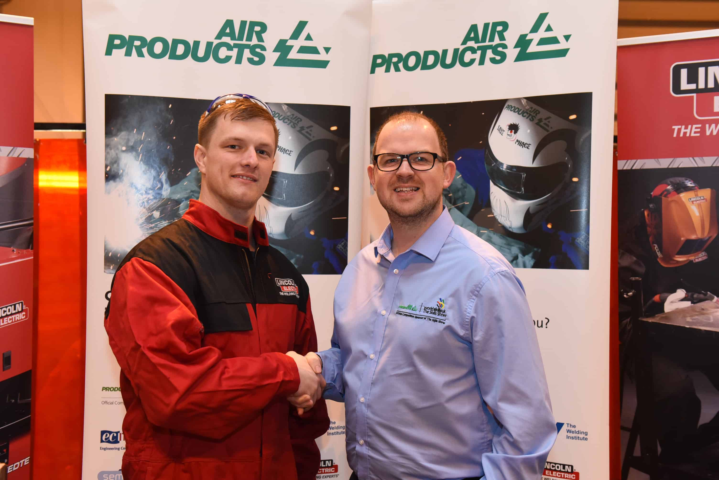Winner James Elliott shakes hands with Kevin Sherry from air Products