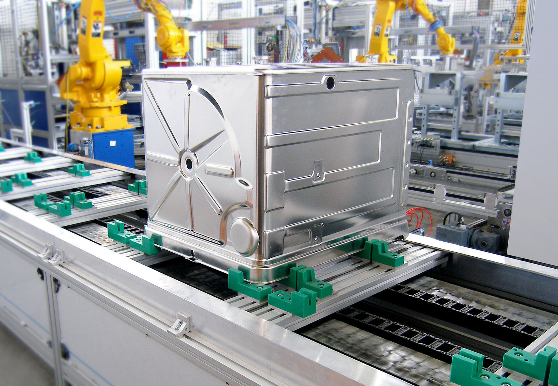 accumulating pallet recirculation system