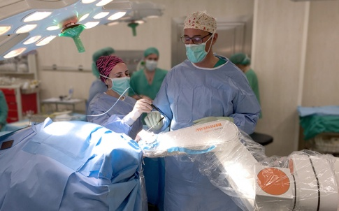 Surgeons working with the Neuromate robot