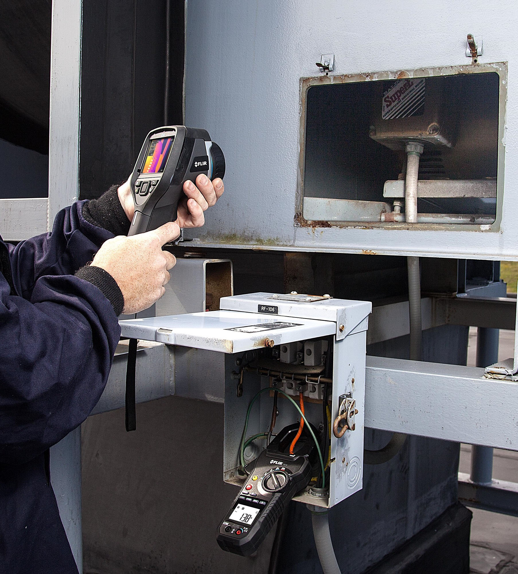 Free clamp meter with infrared cameras