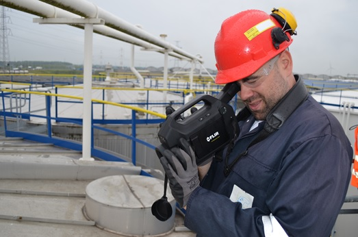 Fast and intrinsically safe storage tank monitoring