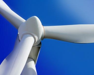 Metering grease lubrication flow in a wind turbine